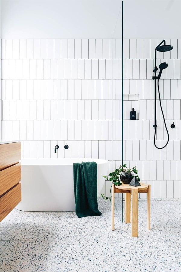 Phụ kiện phòng tắm màu đen là xu hướng của năm nay