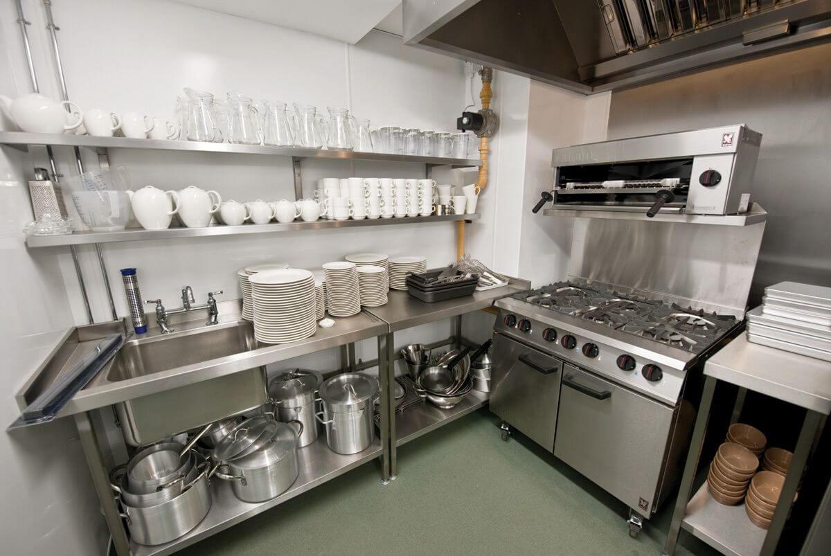 Khu vực nấu nướng sạch sẽ, gọn gàng
