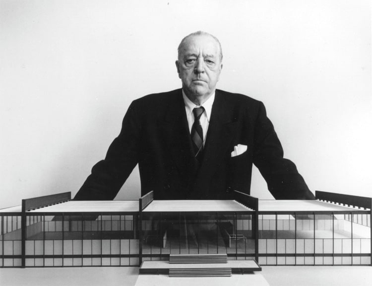 Kiến trúc sư Ludwig Mies van der Rohe (1886-1969) được xem như cha đẻ của kiến trúc tối thiểu (Minimalism)