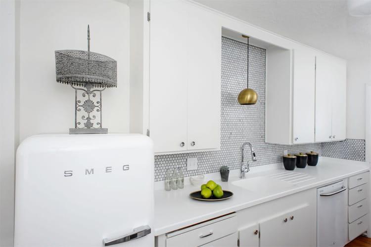 17 mẫu bếp đẹp phong cách hiện đại với tông màu trắng chủ đạo 2