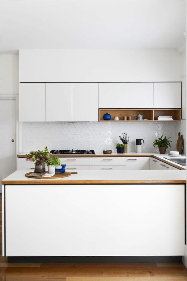 17 mẫu bếp đẹp phong cách hiện đại với tông màu trắng chủ đạo 5