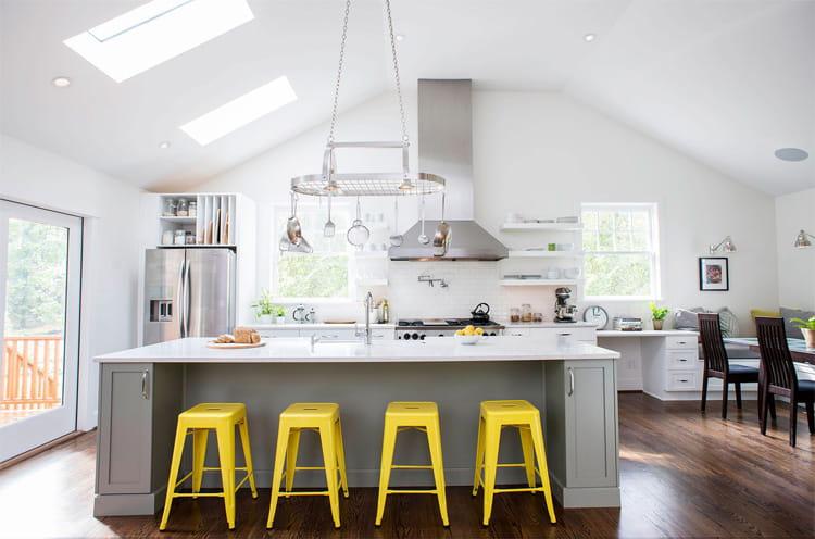17 mẫu bếp đẹp phong cách hiện đại với tông màu trắng chủ đạo 13