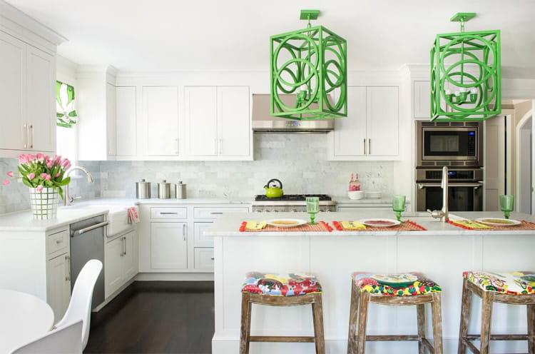 17 mẫu bếp đẹp phong cách hiện đại với tông màu trắng chủ đạo 15