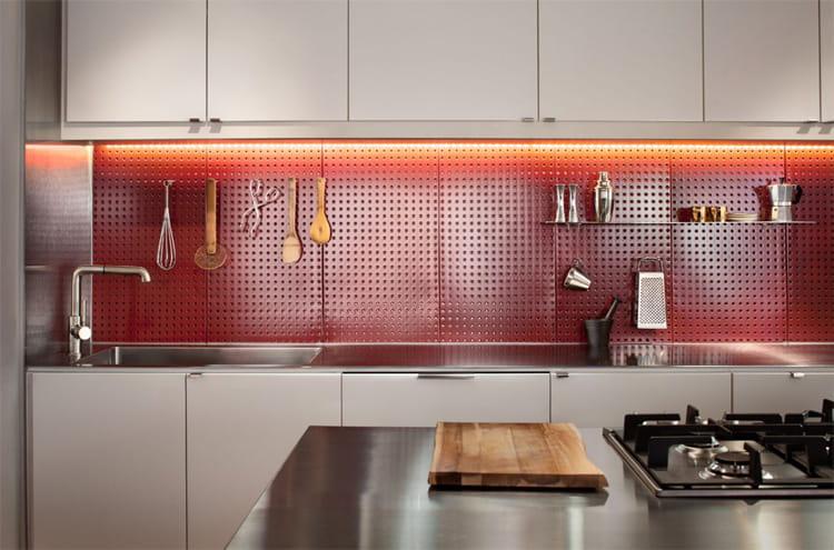 17 mẫu bếp đẹp phong cách hiện đại với tông màu trắng chủ đạo 16