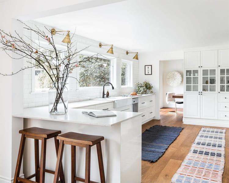 17 mẫu bếp đẹp phong cách hiện đại với tông màu trắng chủ đạo 17