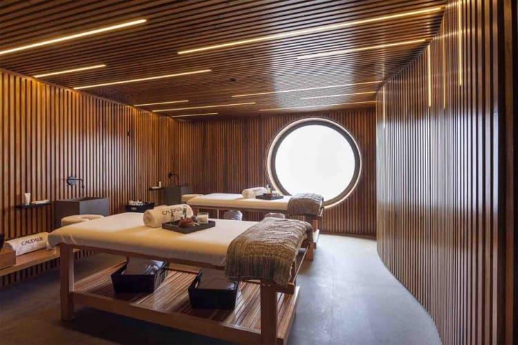 Phòng trị liệu với thiết kế sang trọng và tận dụng nguồn ánh sáng tự nhiên
