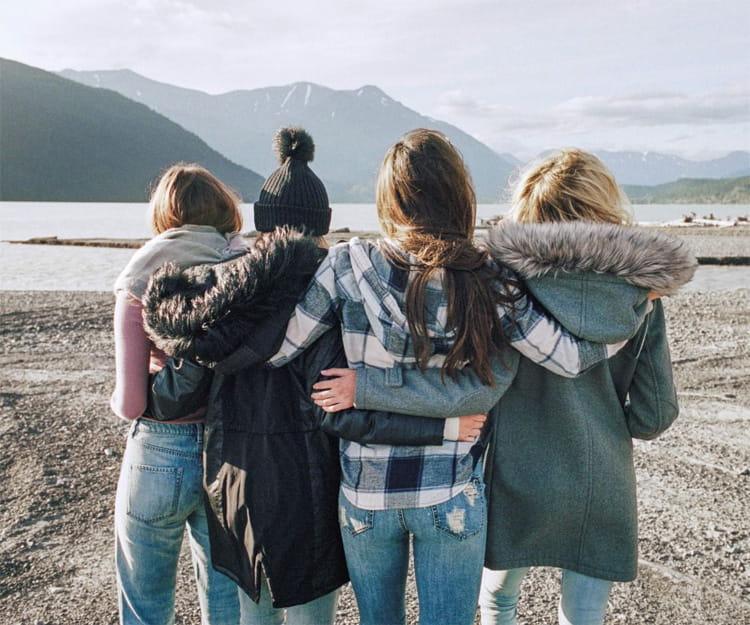 Hygge đơn giản là tham gia một buổi dã ngoại cùng với nhóm bạn thân vào cuối tuần