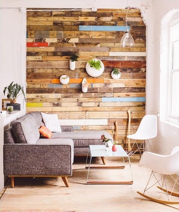 Gỗ pallet có thể khiến phòng khách trở nên thân mật hơn