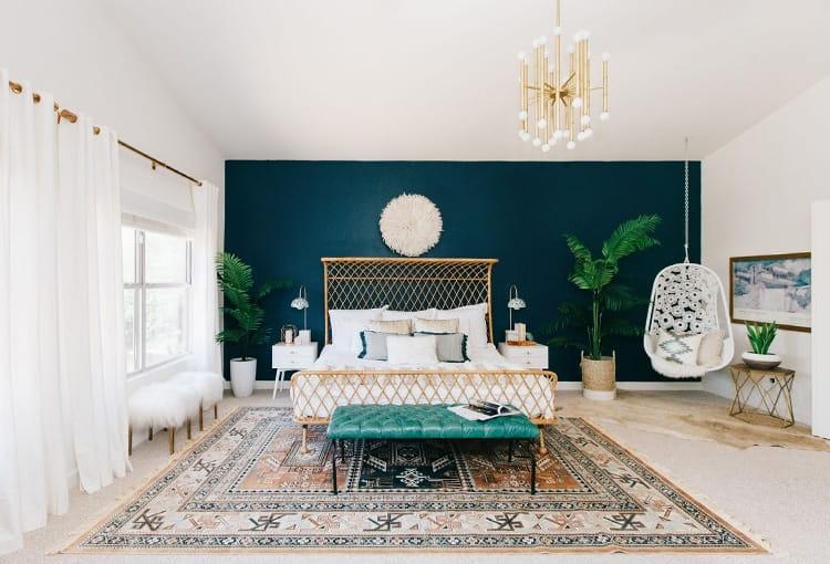 Màu sắc có độ tương phản giúp nhấn mạnh mảng tường mà bạn muốn trang trí