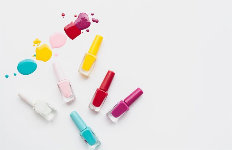 Các lọ sơn gel chính là nguyên vật liệu chiếm ngân sách lớn nhất trong vốn mở tiệm nail
