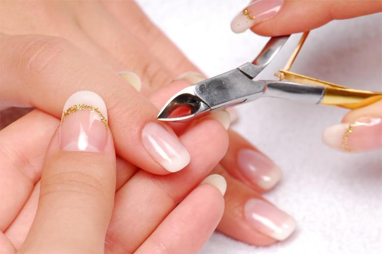 Dụng cụ nail cần được tiệt trùng trước khi làm cho khách