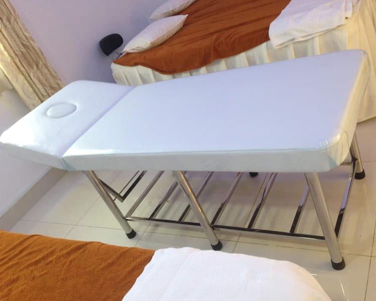 Mẫu giường spa chân inox đươc nhiều spa sử dụng nhất hiện nay