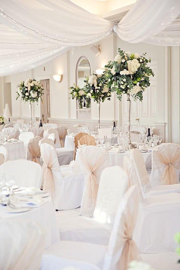 Thiết kế nhà hàng phục vụ tiệc cưới phải thật sang trọng, tràn đầy ánh sáng và sự ấm áp