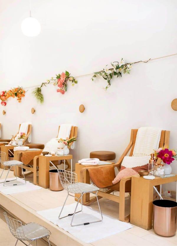 Phong cách thoáng đãng, relax sẽ thật lí tưởng để những vị khách có thể tận hưởng tại tiệm nail